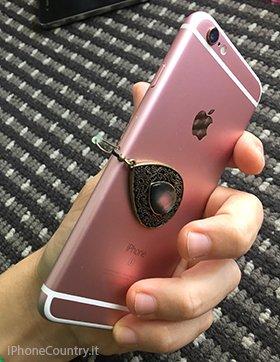 Orecchino nella slot SIM iPhone